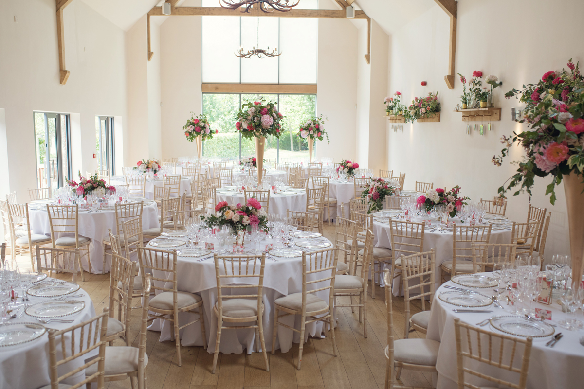Tall-and-low-centrepieces-at-Millbridge-Court