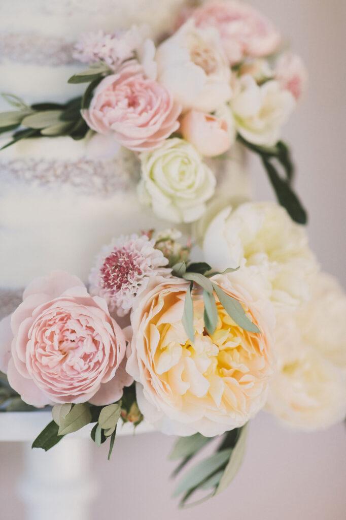 Scrumptious-Bakes-Wedding-Cake-Inspiration-minishoot-031